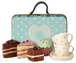 11-9300-00 Suitcase with cakes and tableware fra Maileg - Tinashjem